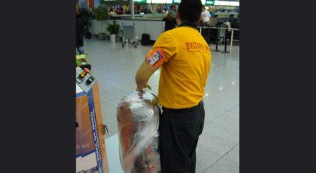 Οργή για τον νέο κανονισμό που υποχρεώνει να τυλίγονται με πλαστικό οι αποσκευές στα αεροδρόμια