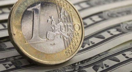 Το ευρώ υποχωρεί οριακά 0,04 %, στα 1,1216 δολάρια