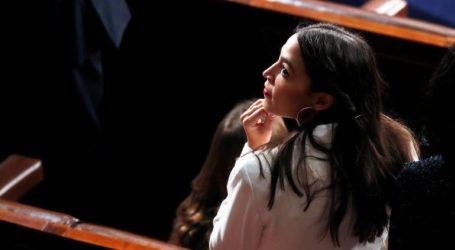 Αποπέμφθηκε αστυνομικός που είπε ότι κάποιος πρέπει να ρίξει μια σφαίρα εναντίον της Αλεξάντρια Οκάσιο-Κορτέζ