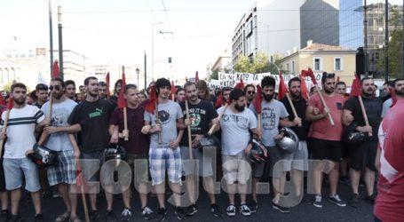 Σε εξέλιξη συλλαλητήριο στα Προπύλαια για το άσυλο