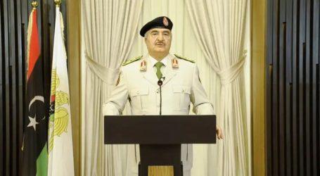 Ο στρατάρχης Χάφταρ υπόσχεται «τη νίκη» των δυνάμεών του στην Τρίπολη «σύντομα»