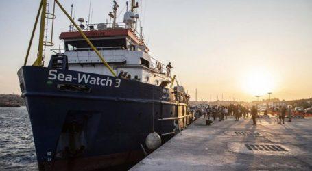 Υψηλότερα πρόστιμα στα πλοία που διασώζουν μετανάστες και δένουν χωρίς άδεια σε λιμάνια της χώρας