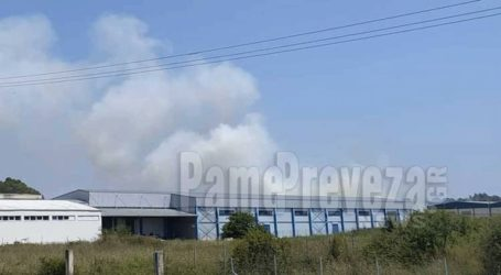Φωτιά στη βιομηχανική περιοχή στην Πρέβεζα