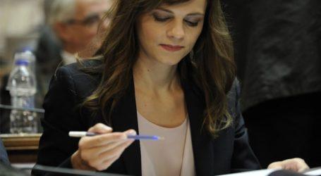 Η Έφη Αχτσιόγλου αποδομεί τους ισχυρισμούς Βρούτση για τις «υπέρογκες» συντάξεις