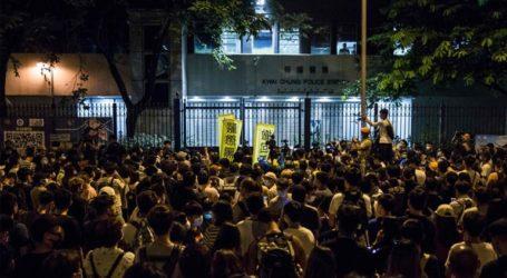 Ταραχές έξω από αστυνομικό τμήμα, με αίτημα την απελευθέρωση 44 ανθρώπων