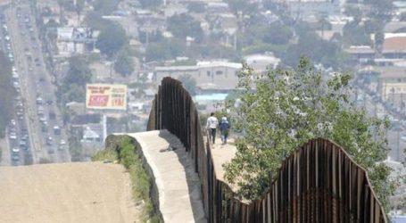 Μειώθηκε ο αριθμός των μεταναστών που έφθασαν στα σύνορα με τις ΗΠΑ