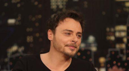 Νίκος Μίχας: Μιλάει για τον γάμο του και το παιδί που θα αποκτήσει με τη σύζυγό του!