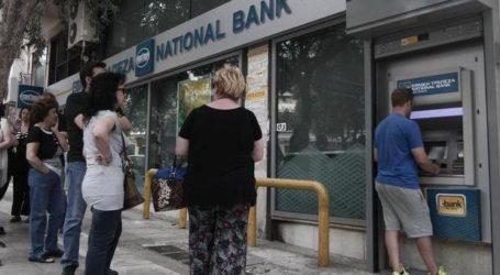 Βόλος: Από τις 5.30 το πρωί οι συνταξιούχοι σε «ουρές» στις Τράπεζες