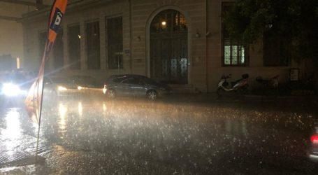 Ερήμωσε το κέντρο της Λάρισας με την ξαφνική καταιγίδα – Ποτάμια οι δρόμοι (φωτο)