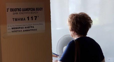 Μπέρδεμα με τα εκλογικά τμήματα στον Βόλο- Ταλαιπωρία για πολλούς ψηφοφόρους που δεν ήξεραν που ψηφίζουν
