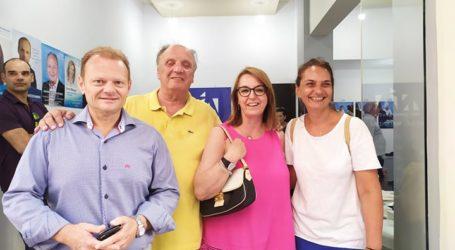 Χαμόγελα στο εκλογικό κέντρο της ΝΔ στον Βόλο