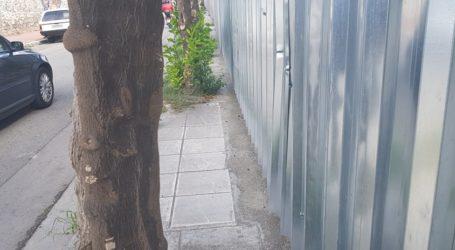 Αποκλείστηκε η πρόσβαση στο πεζοδρόμιο