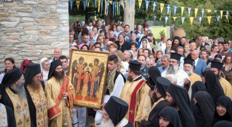 Καρέ – καρέ η άφιξη της ιεράς εικόνας των Αρχαγγέλων από τον Άγιον Όρος στο Πήλιο [εικόνες]