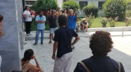 Συγκέντρωση διαμαρτυρίας της Επιτροπής Αγώνα Πολιτών Βόλου στο κτίριο της Περιφέρειας [εικόνες]