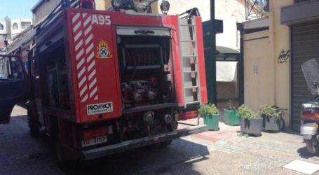 Φωτιά σε επιχείρηση στο κέντρο της Λάρισας