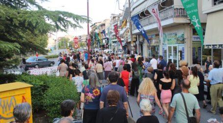 Πλήθος πιστών στη λιτάνευση της εικόνας της Αγίας Παρασκευής στη Λάρισα (φωτο)