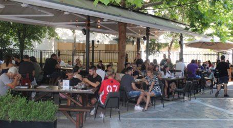 «Ανεμική» η κίνηση σε αγορά και καφέ το μεσημέρι του Σαββάτο στη Λάρισα (φωτο)