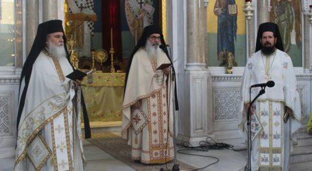 Πλήθος πιστών το πρωί της Κυριακής στον Άγιο Αχίλλιο για το μνημόσυνο του Μακαριστού Λαρίσης Κυρού Θεολόγου (φωτο)