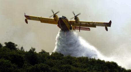 Και αεροπλάνο στην κατάσβεση πυρκαγιάς στον Αλμυρό