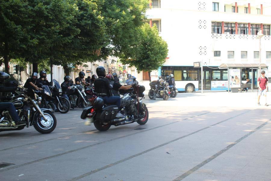 «Κάθοδος» μοτοσικλετιστών από την Κεντρική πλατεία Λάρισας στα Μεσάγγαλα (φωτο - βίντεο)