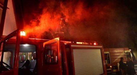 Μεγάλη φωτιά σε εργοστάσιο του Αλμυρού – Προειδοποίηση των Αρχών για την πόλη του Βόλου