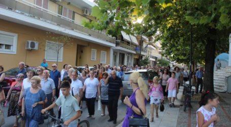 Πλήθος κόσμου στη λιτάνευση της εικόνας του Προφήτη Ηλία στη Λάρισα (φωτο)