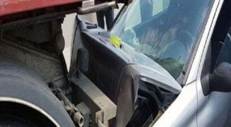 Αυτοκίνητο «καρφώθηκε» πίσω από νταλίκα στη Λάρισα – Μια γυναίκα στο Νοσοκομείο