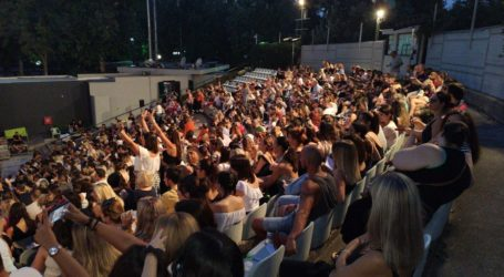 Πανζουρλισμός για τη «Βερβερίτσα» του Νίκου Μουτσινά στο Κηποθέατρο Αλκαζάρ (φωτο)
