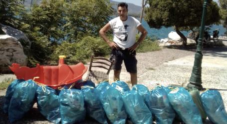 O Boλιώτης αθλητής Ανδρέας Κεχαγιάς καθάρισε την παραλία του Αναύρου και συγκέντρωσε 25 σακούλες με σκουπίδια