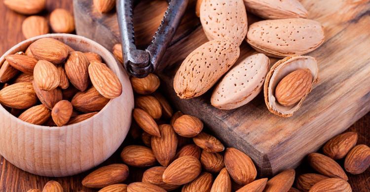 αμύγδαλα ξηροί καρποί διατροφή οφέλη