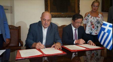 Σύμφωνο συνεργασίας Βόλου – Shinan Κίνας υπέγραψε ο Αχιλλέας Μπέος [εικόνες]