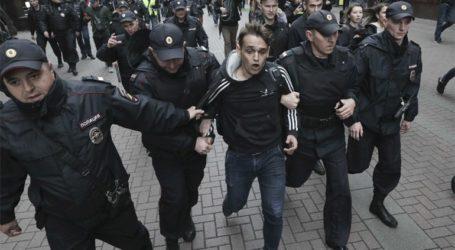 Λίγοι οι διαδηλωτές υπέρ των ελεύθερων εκλογών μετά από την απογόρευση του Κρεμλίνου