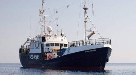 Αποκλιεσμένο πλοίο ανοικτά της Λαμπεντούζα