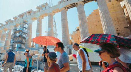 Περισσότεροι από 3 εκατ. επισκέπτες αναμένονται στην Ελλάδα