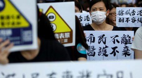 Χιλιάδες διαδηλωτές βγήκαν και πάλι σήμερα στους δρόμους