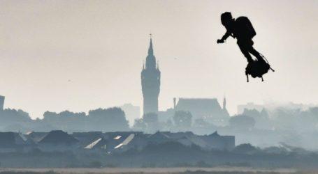 Γαλλία Ο «ιπτάμενος» Φράνκι Ζαπάτα κατάφερε να διασχίσει τη Μάγχη με Flyboard