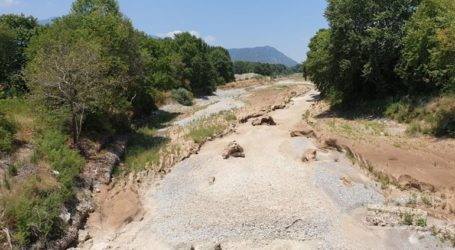 «Στέρεψε» μέρος του Πηνειού ποταμού στα Τρίκαλα