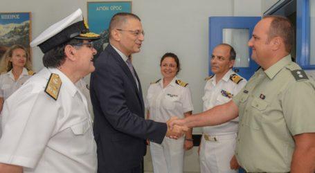 Επισκέψεις του ΥΦΕΘΑ Αλκιβιάδη Στεφανή στο Ναυτικό Νοσοκομείο Πειραιά και στο 2ο Συγκρότημα Αεροπορίας Στρατού