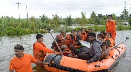 Τουλάχιστον 100 νεκροί από τις πλημμύρες που προκάλεσαν οι μουσώνες