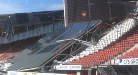 Από τους σφοδρούς ανέμους κατέρρευσε τμήμα από το στέγαστρο ενός γηπέδου ποδοσφαίρου