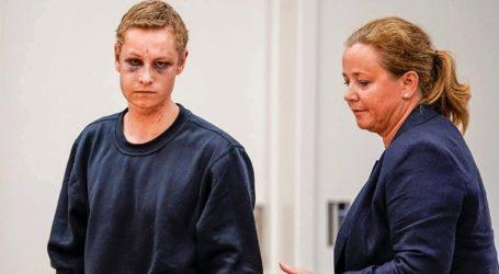 Με μώλωπες στο πρόσωπο παρουσιάστηκε στο δικαστήριο ο ύποπτος για πυροβολισμούς σε τζαμί στο Οσλο