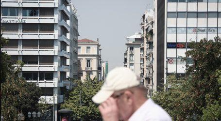 Ο καπνός απειλεί να πνίξει την Αθήνα