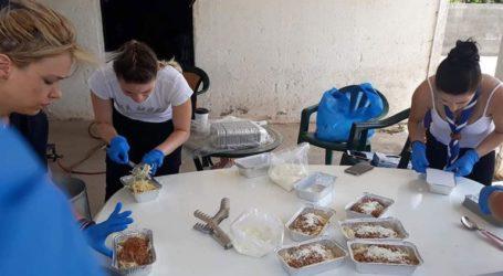 Φαγητό και νερό προσέφεραν οι πρόσκοποι στους πυροσβέστες στην Εύβοια