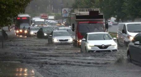 Ισχυρή καταιγίδα στην Κωνσταντινούπολη: Πλημμύρισε το Μεγάλο Παζάρι