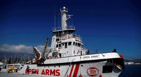 Η κυβέρνηση προτείνει να δεχθεί το Open Arms στο λιμάνι της Αλχεθίρας