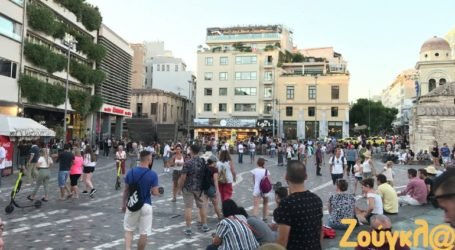 Άδειο από Έλληνες, γεμάτο από τουρίστες το κέντρο της Αθήνας