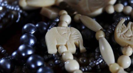 Όταν τα βραχιόλια από ελεφαντόδοντο μετατρέπονται σε… χειροπέδες