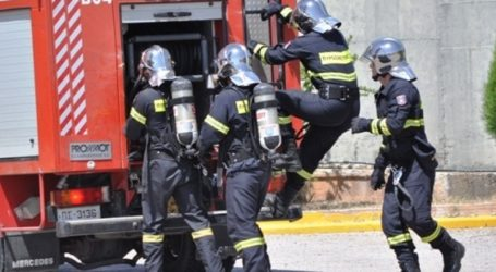 Φωτιά στη Σαλαμίνα – Εκκενώνονται προληπτικά κατοικίες