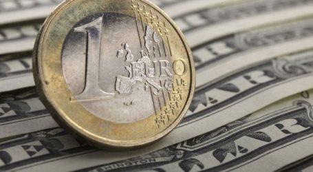 Το ευρώ υποχωρεί οριακά 0,03%, στα 1,1077 δολάρια