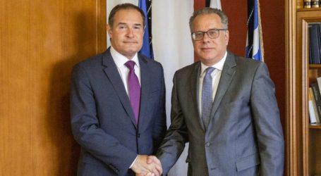 Συνάντηση Κουμουτσάκου με τον εκτελεστικό διευθυντή της Frontex